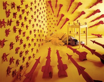 surreal-worlds-sandy-skoglund-10
